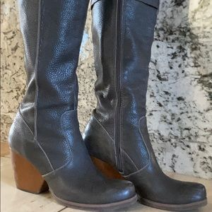 Korks 9.5 Grey tall boots great condition